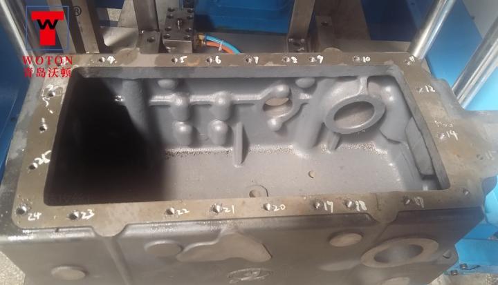 提升器箱体多轴攻丝机加工