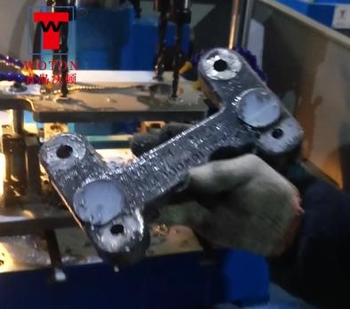 汽车蓄电池支架多轴钻床加工