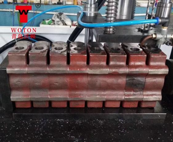 多路阀分配器二工位数控滑台式多轴钻攻专机(一次8件)
