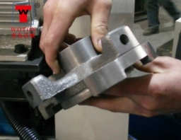 空调用件四工位四方向钻孔专机